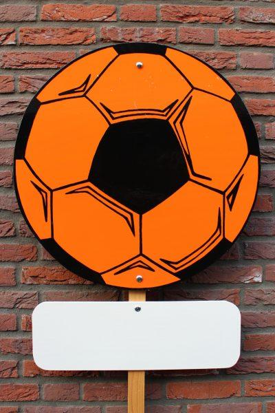 Geboortebord zwart oranje voetbal